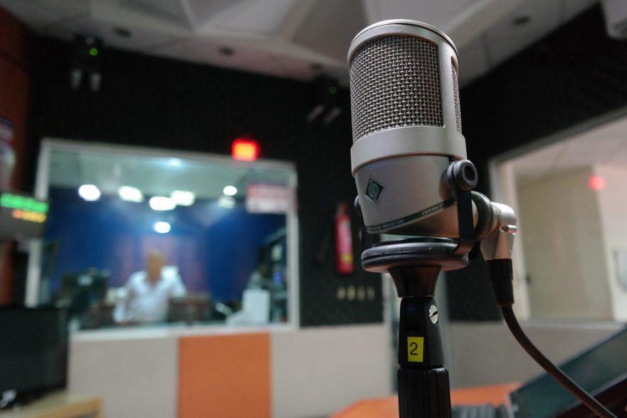 microphone-radio